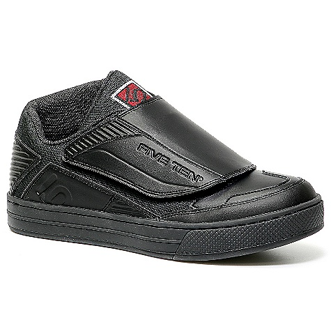 Skateboard Free Shipping. Five Ten Men's Raven Shoe DECENT FEATURES of the Five Ten Men's Raven Shoe Clipless shoe that appeals to even the most budget-conscious rider A unique nylon shank helps increase torsional support and control while offering tremendous weight savings High-end ankle protection Asymmetrical lace protection A fully stitched one-piece padded Raptor tongue An inside ankle patch for protection from the crank Upper: Action Leather Closure: Raptor Tongue / Velcro - $129.95