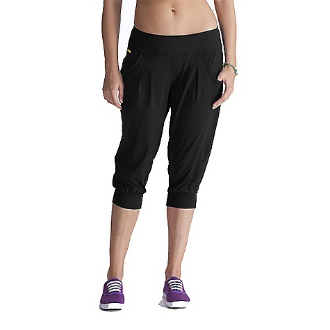 On Sale. Free Shipping. Lole Women's Circuit 2 Capri DECENT FEATURES of the Lole Women's Circuit 2 Capri Capri with 2 front pockets and pleats Flat seams for comfort Reflective logo Relaxed fit with low rise Inseam: 19in. / 48 cm - $31.99