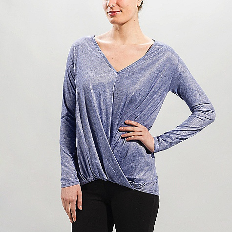 Free Shipping. Lole Women's Sparkle DECENT FEATURES of the Lole Women's Sparkle Long sleeve top with overlap draping at front Flat seams for comfort Reflective logo Length: 28in. / 71 cm - $69.95