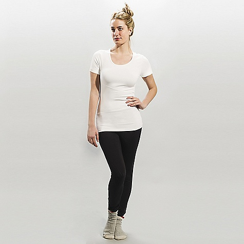 On Sale. Free Shipping. Lole Women's Curl DECENT FEATURES of the Lole Women's Curl Roll up short sleeve top with round neckline MP3 pocket at back Flat seams for comfort Reflective logo Length: 26 / 66 cm - $43.96