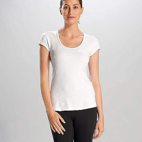 Free Shipping. Lole Women's Cardio Top DECENT FEATURES of the Lole Women's Cardio Top iPod pocket at back Flat seams for comfort Reflective logo Length: 26 inches - $49.95