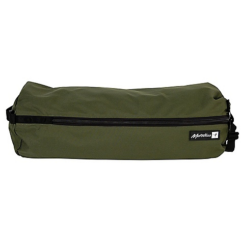 Climbing On Sale. Metolius Dirt Bag  - Rope Bag DECENT FEATURES of the Metolius Dirt Bag - Rope Bag Easy-load tarp pocket controls rope while packing Durable plastic window lets you indentify which rope is in the bag Padded shoulder strap Molded carry handle Enough capacity for 70 meter ropes 3'x 3' (1 m x 1 m) tarp The SPECS Weight: 13.9 oz. / 389 g Volume: 1210 cubic inches / 20 L ALL CLIMBING SALES ARE FINAL. - $24.99