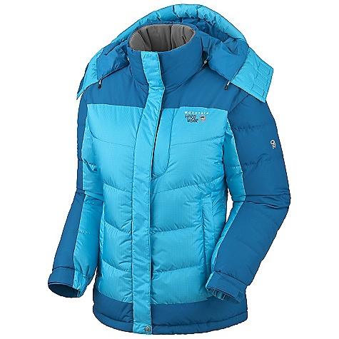 On Sale. Free Shipping. Mountain Hardwear Women's Chillwave Jacket DECENT FEATURES of the Mountain Hardwear Women's Chillwave Jacket Highly breathable, windproof 2L face fabric Baffle construction for maximum loft and warmth Detachable hood for versatility Reinforced abrasion areas for durability One-handed hood and hem drawcords for quick fit adjustments The SPECS Average Weight: 1 lb 15 oz / 865 g Center Back Length: 29in. / 74 cm Body: AirShield Core SL Ripstop II 100% nylon Panel: Nutshell Taslan 100% nylon Insulation: 700-fill down - $242.99