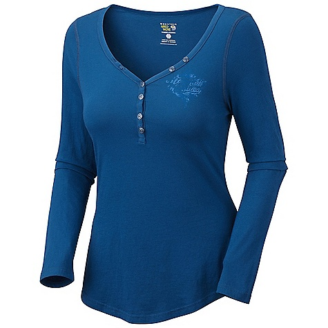 Mountain Hardwear Women's DonnaAnna L-S T DECENT FEATURES of the Mountain Hardwear Women's DonnaAnna Long Sleeve T Flat-lock seam construction eliminates chafe Detailed with water-based placement print The SPECS Average Weight: 5 oz / 140 g Apparel Fit: Semi-Fitted Center Back Length: 25.5in. / 65 cm Body: Arowina Jersey (100% cotton) - $39.95