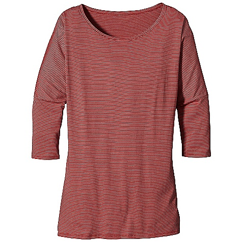 Patagonia Women's 3-4 Sleeve Diviner Top DECENT FEATURES of the Patagonia Women's 3/4 Sleeve Diviner Top Supersoft organic cotton and Tencel lyocell blend Modern silhouette with 3/4-length sleeves Dropped shoulder seams and scoop neck Hip length The SPECS Regular fit Weight: 4.9 oz / 138 g 4.8-oz 55% organic cotton, 45% Tencel lyocell knit This product can only be shipped within the United States. Please don't hate us. - $49.00