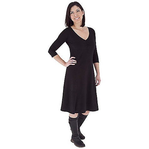 Entertainment On Sale. Free Shipping. Royal Robbins Women's Essential Traveler Dress DECENT FEATURES of the Royal Robbins Women's Essential Traveler Dress UPF 50+ V-neck with ruching at bodice Fitted dolman 3/4 sleeve Knee length The SPECS Natural fit Fabric: Stretch Jersey - $59.96