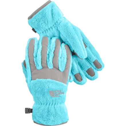 You can rest assured that your little lady won't freeze on her way to the bus stop when she's proudly sporting The North Face Girls' Denali Thermal Glove, which features the same cozy high-loft fleece and Taslan nylon protection as her Denali jacket. When it's time for some winter outdoor fun, silicone pads on the fingers and palm help her get a grip on cross-country poles or monkey bars. - $20.27