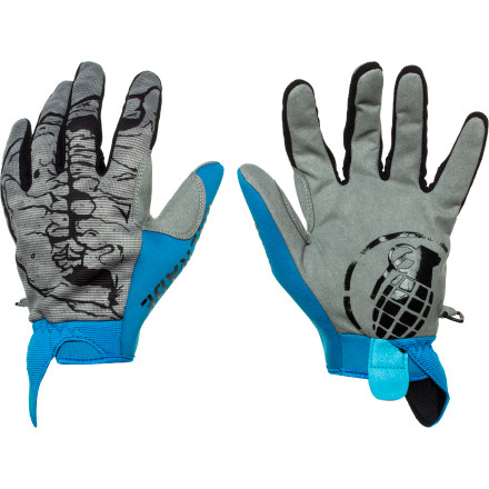 Skullduggery never looked as good as it does when you're wearing the Grenade Skull Pipe Glove. The Skull Pipe Glove features huge style and a low-profile1perfect for hot laps in the park when spring slush abounds. - $25.17