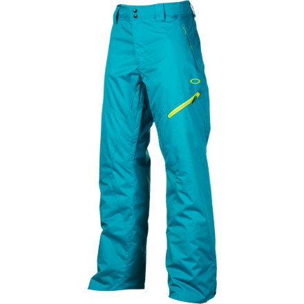 Snowboard Oakley Motility Lite Pants offer all the style of their big brothers with a lowered price. Oakley was able to lower the price by trading fully taped seams for only the critical ones and downgrading a few features. Other than a few minor differences, however, the Motility Lite is tough to tell from its sibling. - $119.00