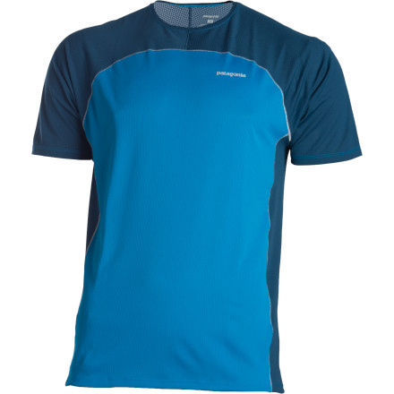 Keep the air blowin' and your stride flowin' when you suit up with the Patagonia Air Flow T-Shirt. Fast-drying polyester fabric helps circulate air, while the UPF-15-rated sun protection shields your skin. A slim performance fit eliminates excess bulk for a comfortable athletic feel. - $27.50
