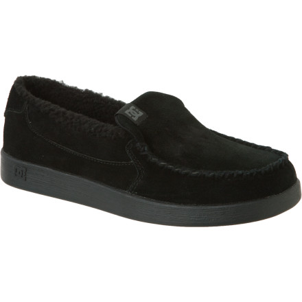 Skateboard DC designed the Villain LE Mens shoe for the discriminating lounging enthusiast. The faux-fur lining is free from fuzzy, cuddly animals, which should help assuage your guilt about the full-leather upper made from mercilessly slaughtered cows. - $35.75