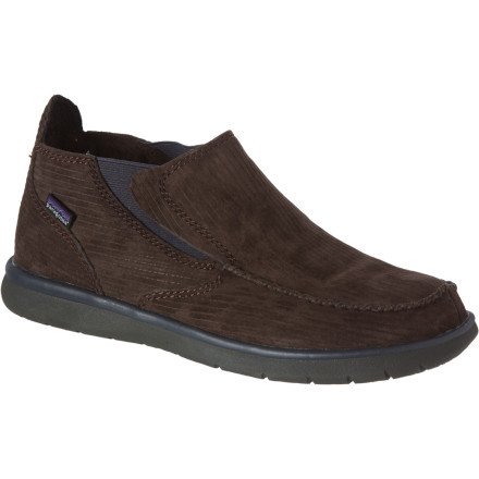 When the watercraft are put away and you're getting the lakeside bonfire going, step into the Patagonia Maui Moc Mid Shoe for some well-earned relaxation. A water-resistant leather upper complements a recycled polyester fleece lining for a design that focuses on comfort while remaining worthy of a waterfront environment. - $37.98