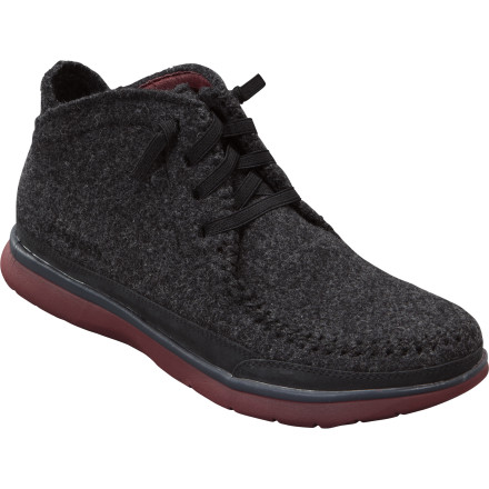 Who is Larry, you ask' Not sure, but by the looks of the Patagonia Maui Larry Boot he's one hip surfer-dude. With a fuzzy-warm wool upper, smooth pigskin lining, air cushion, and lightweight EVA sole, the Larry Boot endows your foot with that same laid-back, content aura. - $112.50