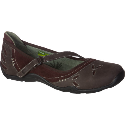 The Ahnu Women's Gracie Shoe knows how to keep you comfortable and on-your-toes while you see the sights, commute to work, or spend hours on your feet helping an indecisive customer. - $87.96
