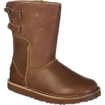 Smooth vintage leather, sleek styling, and  antique metal details make the EMU Women's Narooma Lo Boot a natural choice for casual three-season wear. Still need convincing' How about the fact that under that stylish exterior, your feet are surrounded in cloud-like, all-natural sheepskin' We thought that would get you. - $149.37