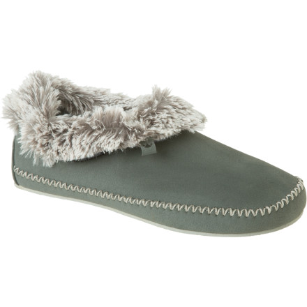 Entertainment Kick your boots off and grab the vegan-friendly Cloudnine Women's Slipper to begin massive foot-pampering. - $44.98