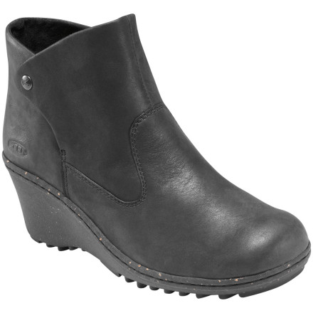 Entertainment A cork wedge, stylish leather upper, and low-cut design make the KEEN Women's Akita Ankle Boot perfect for short urban strolls and long weekends in the country. - $64.83