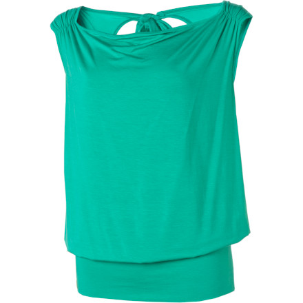 Surf The Lole Women's Pansy 1 Tank Top helps you keep your cool when your boss calls you in to chat about your social networking profile pictures, because sweating is only going to make you look guilty. - $24.98
