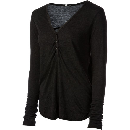 Great style doesn't come from being overly flashy or attention-gettingit comes from wearing clean, simple pieces that are versatile and easy to style. The Arbor Women's Chelsea Long-Sleeve Shirt uses great design and a classic henley cut to help you create smart looks that are grounded and show off your heightened sense of fashion. - $47.95