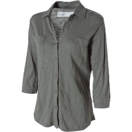 You might as well toss on the Carve Designs Women's Bryn Long-Sleeve Shirt before you spend the next couple of hours chauffeuring the family around. Made with comfortable organic cotton fabric, this semi-fitted shirt has adjustable sleeves, chest pockets, and front and back princess seams for a feminine look. - $55.95