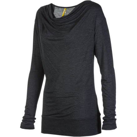 When in doubt as to what to wear, turn to the Lole Women's Intonation Long-Sleeve Top for a comfortable, flattering shirt that wears well during long travel or work days. - $35.72