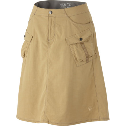 The Mountain Hardwear Womens La Rambla Skirt feels wonderfully cool as you wind through the English countryside. This skirts seamless, micro-chamois-lined waist wont rub under your packs waist-belt, and the UPF 50-rated fabric helps protect your upper legs from harmful sun rays. Stash cash and lip balm in the front and cargo-style front pockets. - $29.98
