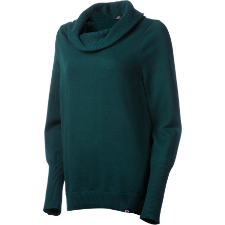 After a grueling, soul-satisfying day of deep powder and perfect carves, slip into the Oakley Women's Out Of Bounds Sweater for cuddly comfort and enough fashion-forward style to keep you looking great when you head out for dinner. - $56.00