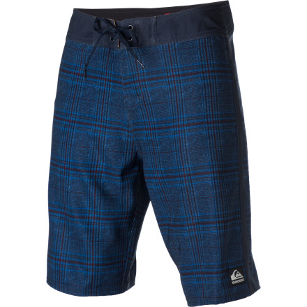 Surf The Quiksilver Global Suiting Board Short has more stripes than you can shake a stick at. Well, you could probably shake a stick at them if you really wanted to, but it wouldn't do you much good. - $34.10