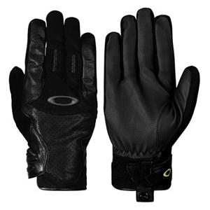 Snowboard Oakley Revert Spring Ski Gloves - Moving forward with the latest technology, innovation and style is what Oakley has designed in this pair of Revert Spring Ski Gloves that are water resistant and made of a leather topside that is ideal for skiers or boarders on the go. This stylish, eye catching design has specifically been designed for men. Engineered with the protection of water resistant leather in critical areas to provide you with the waterproof protection and the dexterity for all of your winter sporting needs. The articulated padded knuckles provide durability while also offering added protection as you conquer the mountain. Other features include a flocked PU nose wipe featured on the thumb, the hook and loop cuff closure and adjustment for a custom fit and the glove keeper snaps that double as pull tabs to keep the un-wanted snow from entering. This pair of Oakley Revert Spring Gloves has the style, protection, durability and dexterity all wrapped up into one that will keep your hands warm no matter what mother nature throws your way all winter long. . Removable Liner: No, Material: Perforated Leather Chassis, Warranty: One Year, Battery Heated: No, Race: No, Type: Glove, Use: Ski/Snowboard, Wristguards: No, Outer Material: Leather, Breathable: Yes, Pipe Glove: No, Cuff Style: Under the cuff, Down Filled: No, Model Year: 2013, Product ID: 291811 - $54.99