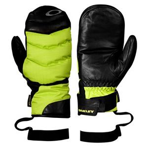 Snowboard Oakley The 72 Mittens - Keep your hands warm and dry with the Oakley The 72 Mitt. These mittens are made with a Gore-Tex, ripstop nylon shell that will keep your hands dry. These mittens feature Thinsulate insulation that will keep your hands toasty warm no matter how cold it gets. The brushed antimicrobial make these mittens so comfortable you may want to wear them around the house. Your hands will be able to move freely with the tri curve finger geometry and the hook and loop wrist closure on the Oakley The 72 Mitt allows you to get a secure and comfortable fit. . Removable Liner: No, Material: Gore-Tex, Ripstop Nylon, Warranty: One Year, Battery Heated: No, Race: No, Type: Mitten, Use: Ski/Snowboard, Wristguards: No, Glove Outer Fabric: Nylon, Waterproof: Yes, Breathable: Yes, Pipe Glove: No, Cuff Style: Under the cuff, Down Filled: No, Touch Screen Capable: No, Glove Quality: Best, Glove Weather Condition: Frigid, Glove/Mitten Insulation: Synthetic, Model Year: 2013, Product ID: 291814, Model Number: 94184-789 M, GTIN: 0885614733502 - $59.99