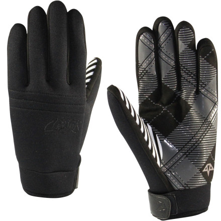 Throw some whirlybirds in the stunt-ditch with the Celtek U Tube Pipe Glove. The flexible neoprene shell will have you feeling like you're not wearing gloves and the silicone palm grips your board for boned-out grabs. - $24.47