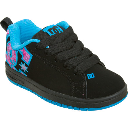 Skateboard The DC Girls' Court Graffik SE Skate Shoe gives your young shredder a cool footwear option for school and around town. Appealing plaid colorways and dependable DC construction with an action leather upper deliver streetwise style and comfortable performance. A foam padded tongue and collar add support and comfort, and an abrasion resistant rubber outsole delivers plenty of traction. - $36.00