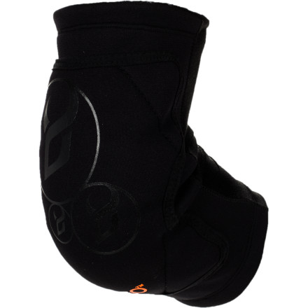 Snowboard The low profile Demon Snow D30 Soft Cap Elbow guard uses a soft, pliable foam that instantly hardens upon impact. That means flexible, all-day comfort that instantly turns into a hard shell elbow guard. - $44.96