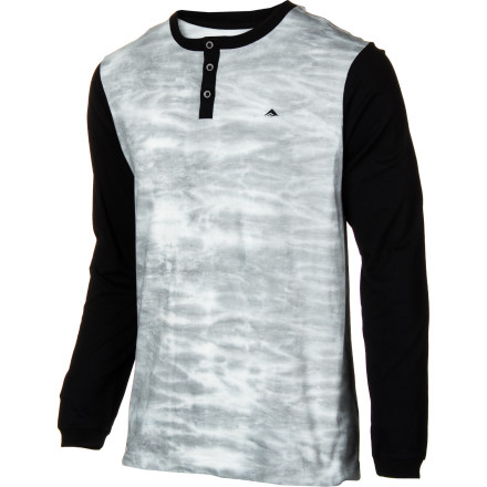 The Emerica Ellis Tee features a fresh all-over tea-stain look to go with its classic raglan Henley profile. - $24.17