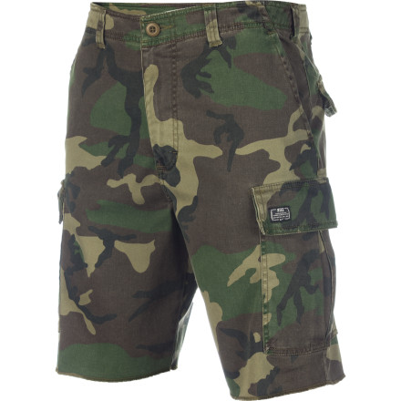 Skateboard The Nike M65 Cargo Short is a military styled cargo short that declares war on bad style and non-performing material. Frayed hems, six-pocket storage, and durable cotton with a little bit of stretch make this short locked, loaded, and ready for action. - $47.96