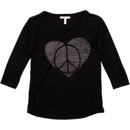 Surf Peace and love come together in the O'Neill Shanti Shirt for Girls. This V-neck has 3/4-length sleeves and a cool print, perfect for the classroom or the bike ride back home. - $16.77