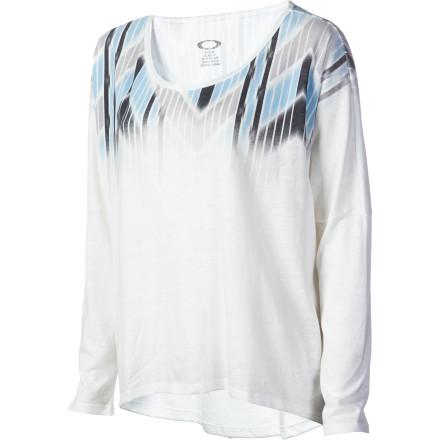 Snowboard The Oakley Women's Mountain Peaks Shirt is just the top to throw on after a long day of perfecting your skills in the park and pipe. Its dolman silhouette and chill vibe makes you want to kick back and catch up on the latest snowboard comps. - $23.80