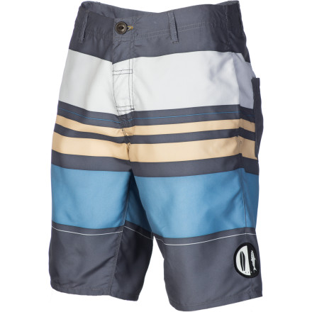Surf Go from the beach to the bar or dinner with the Reef Men's Nheengatu Hybrid Short. Thanks to its slim fit and belt loops, you can easily sport these shorts around town after you're done with your surf session. - $39.17