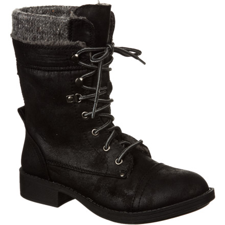 Surf Ditch your bulky winter footwear for the Roxy Women's Boston Boot. This winter boot goes well with your long skirt, leggings, or jeans when you make an appearance at your friend's upscale gallery opening or attend a surprise birthday party downtown. - $57.85