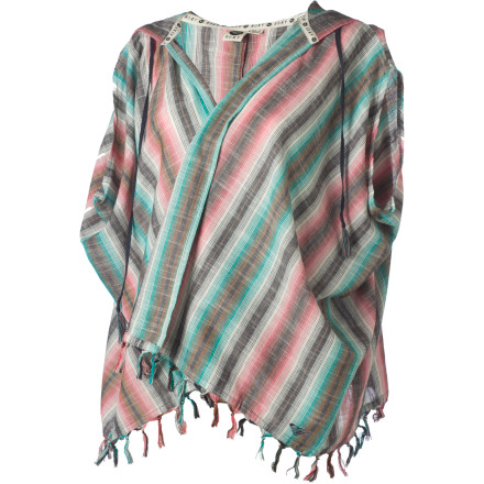 Surf Pull on the Roxy Women's Art Fame Kimono Short-Sleeve Hooded Top before you meet your friends on the beach for a barbecue and to take in the colorful sunset. - $27.25