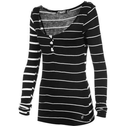 Surf The Volcom Women's Sugarhill Stripe Long-Sleeve Shirt has it going on this season, thanks to its fitted body, cowl neck, and contrasting stripe layouts. Pair with a maxi skirt, tights, and high-top boots, or wear with your favorite skinny jeans for a cas look. - $33.53