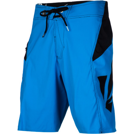 Surf The Volcom Men's Annihilator Solid Board Short is truly designed to perform in the water. In addition to the six-way stretch fabric, the Grid-Dry technology prevents the shorts from sticking to your skin while a DWR treatment keeps them from absorbing water. - $48.71