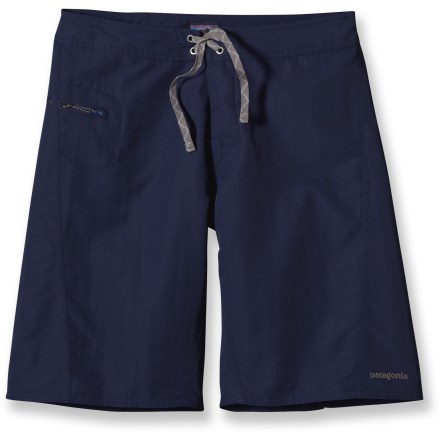 Surf Equip yourself with the tried-and-true Patagonia Wavefarer board shorts for long sessions of soaking up sun and surfing waves. Lightweight Supplex(R) nylon fabric has a Durable Water Repellent finish to help shed moisture and speed drying times. Forward inseam at the crotch eliminates chafing; flat-lying, single-button fly and 3-piece waistband contour the hip line. Self-draining zippered pocket on right side secures small essentials; plastic zipper pull won't corrode. Pocket includes an internal key clip. Patagonia Wavefarer board shorts have a regular fit. - $28.83