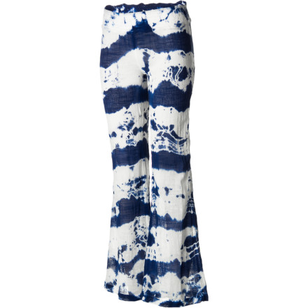 Surf Hang loose in the relaxed-fit Billabong Women's Ma-Ma My Smock Pant. On the beach, on the couch, at the park, these cotton gauze tie-dyed pants can chill anywhere. - $36.76