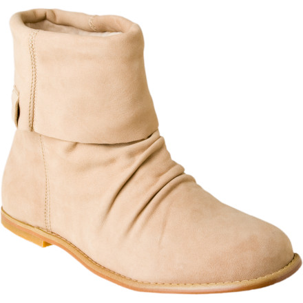 Slip your feet into the luxuriously comfortable EMU Women's Hyde Boot and forget all about your nagging roommates, kids, or husband. The Hyde has a smooth lamb leather upper with fold-down cuff that gives it chic style. Double stitched seams in high-stress areas provide extra durability, while its molded suede leather heel cup provides all the support you'll ever need. - $62.63