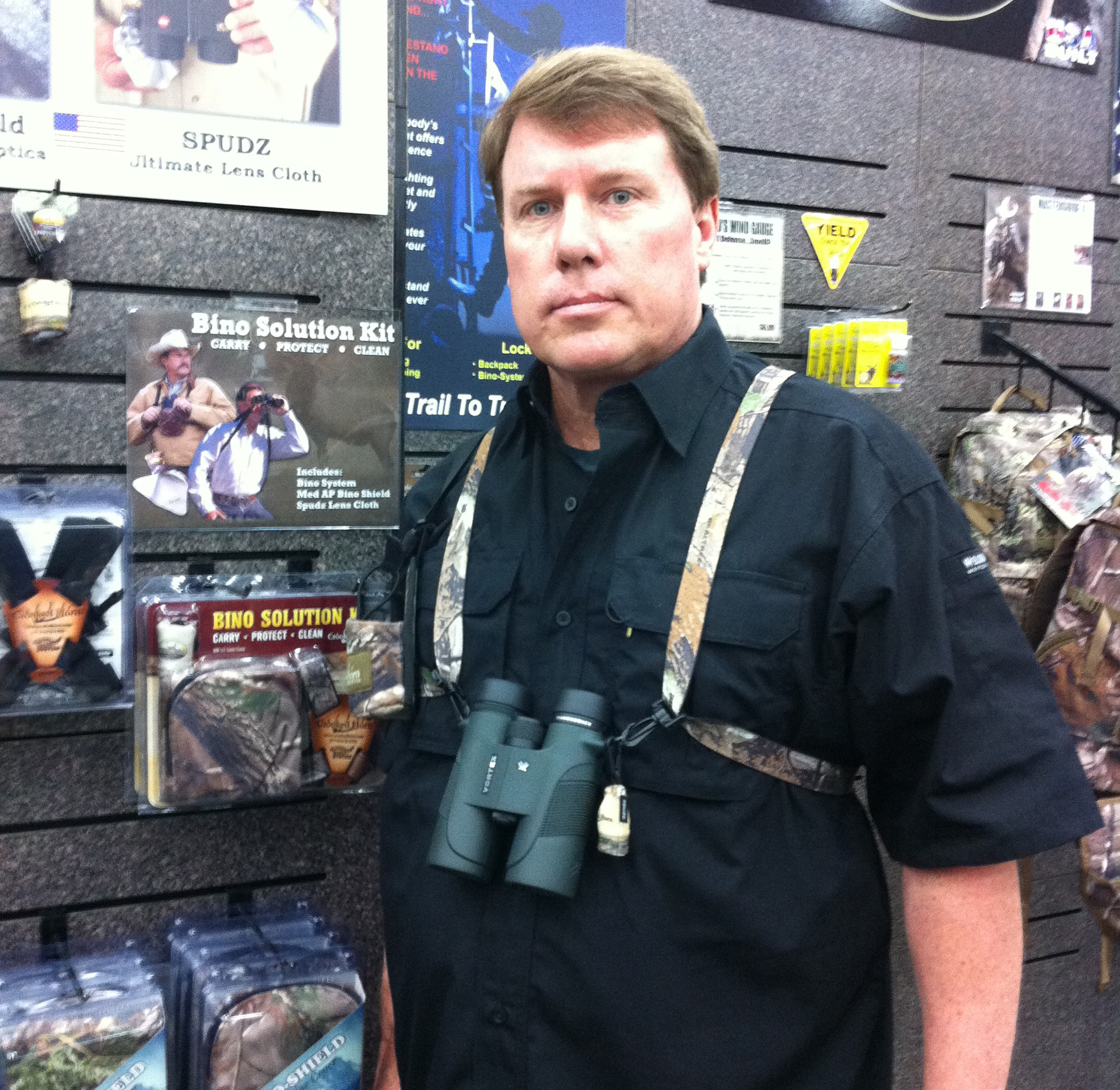Entertainment Scott checking out the RF Hookup binocular/rangefinder system from Crooked Horn Outfitters.