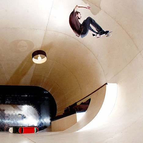 Skateboard The PAS House by Francois Perrin & Gil Lebon Delapoint This is what happens when an architect collaborates with a skater.  La Casa de PAS por François Perrin y Gil Lebon Delapoint Esto es lo que sucede cuando a un arquitecto le colabora con un skater.