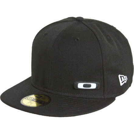 For the guy whose lid is an accessory to his outfit, Oakley made sure to include a removable second metal O logo with the Interchange New Era Hat with. Now you get the deep fit and flat brim style you've come to love and a little extra touch to keep your image fresh. - $22.75