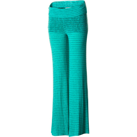 Skateboard Whether you have a paper to write, need a coffee break, or just want to lounge about the house, put on the Element Women's Breanna Pant and enjoy coziness from your feet on up. - $33.34