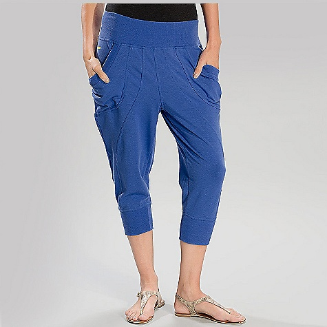 Free Shipping. Lole Women's Lotus Capri DECENT FEATURES of the Lole Women's Lotus Capri Capri with 2 front pockets Waistband and cuff hem in rib Reflective logo Relax fit with low rise Inseam: 19in. / 48 cm - $79.95